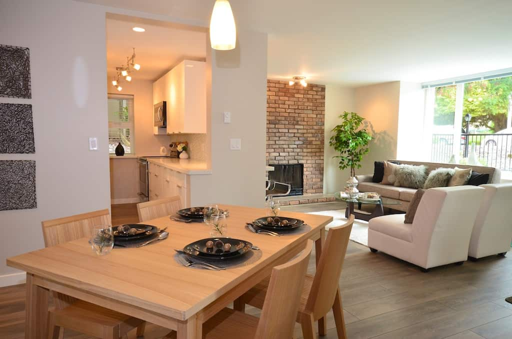 tips for selling - stage your livingroom